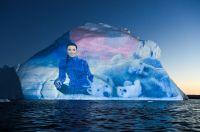 Spektakuläre Lichtprojektionen auf gigantischen Eisbergen – mit Avatar Leya Love