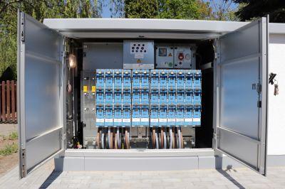 E.DIS baut sein Stromnetz für die Energiewende aus. Hierzu gehört der Bau intelligenter, fernsteuerbarer Ortsnetzstationen.
