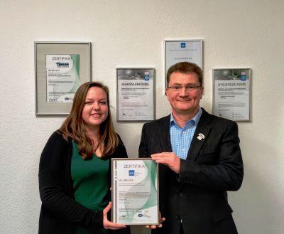 Antje Fahrenholz, verantwortlich für Qualitätsmanagement und Martin Petow, Geschäftsführer, Textilreinigermeister/Wäscherei Hesse.