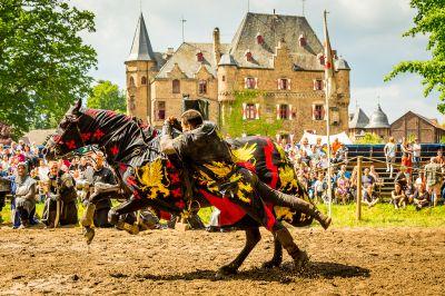 Ritterfestspiele Burg Satzvey. Quelle: Mike Göhre