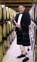 Während seiner Veranstaltungen trägt Lothar Stobbe ein klassisches schottisches Outfit, das er auch erklärt.