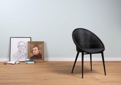 Designausstellung: New Loom. Tradition in neuem Look. Stühle und Sessel.