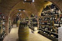 Der Weinkeller mit einer Fläche von 130 m² im Geschäft Mair Mair in Sterzing ist einzigartig in Südtirol.
