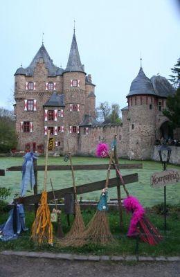 Hexenfest auf mittelalterlicher Burg Satzvey in der Eifel. Quelle: leukemensen.nl