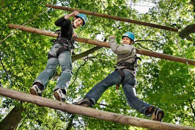 Herausforderung in zehn Meter Höhe. Foto: Abenteuerpark Potsdam