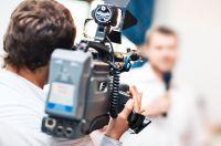 Üben für den großen Auftritt vor Kamera und Mikrofon