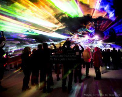 Lasershow mit Grafiken von LPS für den 20. Sterne-Cup der Köche in Ischgl
