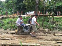 Benni Over reiste im Rollstuhl zu den Orang Utans nach Indonesien