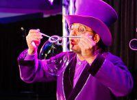 Unterhaltung für Weihnachtsfeier der Firma mit Seifenblasenkünstler Blub
