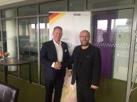 Präsident Marco Altinger (links) gratuliert Dr. Timo Gansel (rechts)