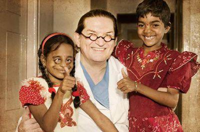 Die Cleft-Kinder-Hilfe Organisation mit Professor Sailer und zwei Kindern mit Clefts