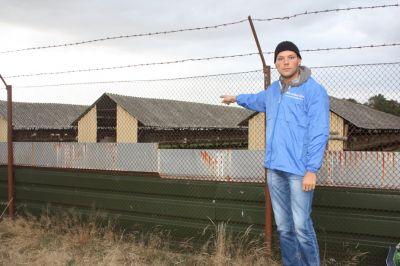 Deutsches Tierschutzbüro - Erfolg: Größte Nerzfarm Deutschlands schließt (Stefan Klippstein bei der Nerzfarm)
