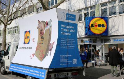LIDL verschont nicht! Deutsches Tierschutzbüro startet bundesweite Kampagne in Berlin