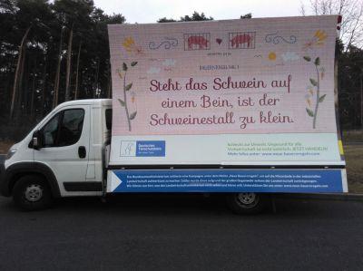 Das Deutsche Tierschutzbüro führt die Plakat-Kampagne der Bundesumweltministerin Hendricks fort.