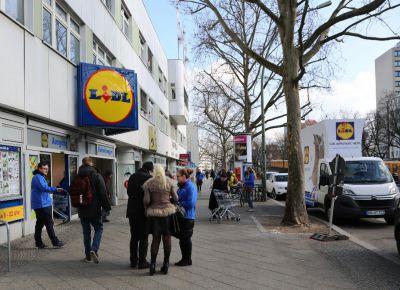 """Plakatwagen zum Thema Massentierhaltung kommt nach Heidelberg: """"LIDL verschont nicht"""""""