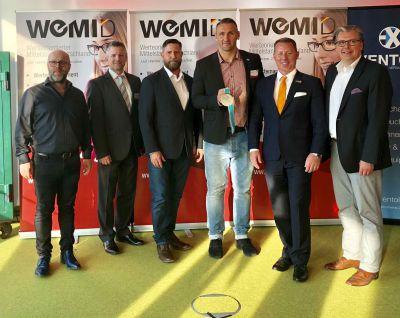 Foto von rechts: Helge Günsche (Präsidium), Marco Altinger (Präsident), Kevin Kuske, Uwe Mahrt (Präsididum), Tobias Eder (Geschäft