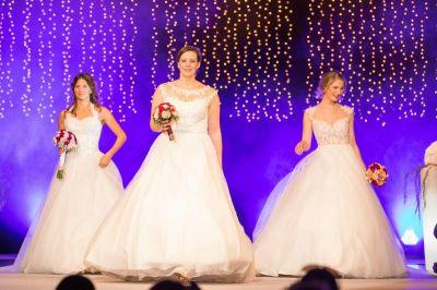 """Romantische Modeshows um 11.30 und 15 Uhr bei der großen Allgäuer Hochzeitsmesse """" Die Hochzeitsshow 2020 """" ."""