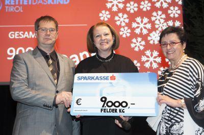 Karl Binder und Elisabeth Felder bei der Scheckübergabe an Brigitte Schieferer (Mitte)