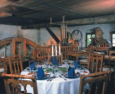 romantisches Restaurant in einer alten Wassermühle