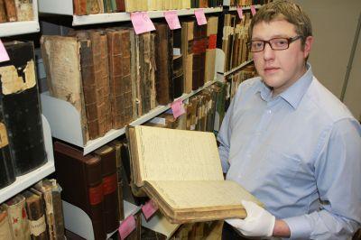 Christian Hoske, Ahnenforscher, Familienforscher Genealoge –  ein Spezialist sucht nach Angehörigen der Soldaten im Kilianstollen