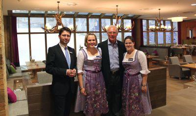 Das Fire & Ice Hotel Düsseldorf/Neuss begrüßte Franz Beckenbauer am 04. Mai in seiner m² großen Fire & Ice Suite im Hotel