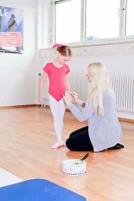 Die letzten Handgriffe vor der Ballettstunde