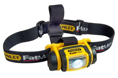 Mit 80 Lumen reicht die in mehreren Positionen verstellbare FatMax Kopflampe FMHT0-70767 von Stanley bis 90 m.