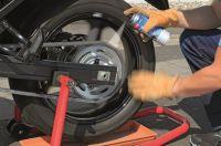 Mit Caramba erhält das Motorrad eine Pflegekur vor der Winterpause