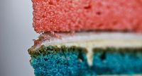 Kuchenteig mit Wilton Icing Farbpasten eingefärbt