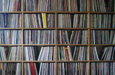 Das Schallplattenregal eines Vinyl-Fan