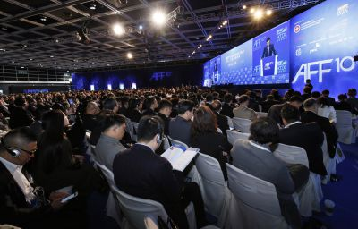 Während des zweitägigen Asian Financial Forum referierten rund 100 hochrangige Redner über weltwirtschaftliche Trends. Foto: AFF