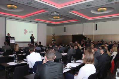 Abbildung 1: Das Plenum des afb Market and Innovation Event 2016 am 10.05.2016 im Hilton Munich Airport Quelle: afb