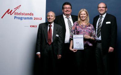 Freude bei der Preisverleihung: Martina Schwandt, Geschäftsführerin Bailaho UG und Torsten Tauber, OKI Systems GmbH (rechts)