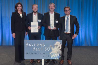 v.l.n.r.: lse Aigne, Fabian Frühwirth (Pressesprecher FLYERALARM), Hartmut Kappes (CFO FLYERALARM) und Juror Tilmann Orth.