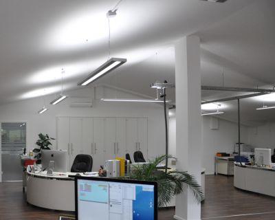 Pendelleuchte PIL, flexibel einsetzbare LED Deckenleuchte für Büros, Schulen und produktive Umgebungen von AS LED Lighting