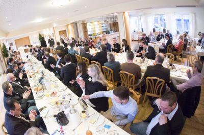 Wöchentliche Frühstückstreffen sind die ideale Gelegenheit für die BNI-Mitglieder, einander besser kennenzulernen.