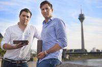Die Düsseldorfer Alexander Hoyer (li.) und Dennis Bertog (re.) wollen das Danke sagen neu erfinden.