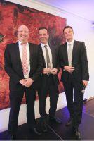 Übergabe des Kooperationspartner-Awards: C. Meurer (r.), K. Iven (mittig) und T. Blumenhagen (l.)