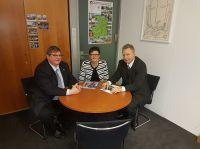Foto: v.l.n.r.: Prof. Dr. Ralph Dreher (IPW), Saskia Esken (MdB), Heinz Leymann (IfKom)