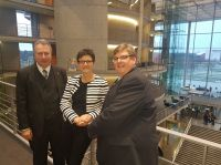 v.l.n.r.: Heinz Leymann (IfKom), Saskia Esken (MdB), Prof. Dr. Ralph Dreher (IPW)