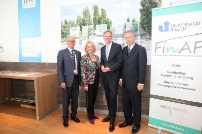 v.l.n.r.: Franz-Josef Müller(IfKom),Prof.Dr.Ada Pellert(FernUni in Hagen),Staatssekretär Dr.Gerhard Schulz(BMVI)Heinz LeymannIfKom