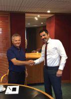 Nach erfolgreicher Vertragsunterzeichnung: Bob Tweedy (links) und Eric Pans.