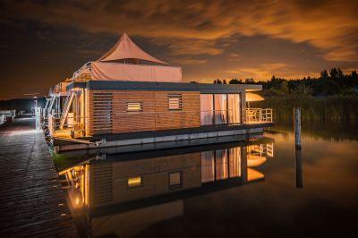 Schwimmendes Ferienhaus als Kapitalanlage im Lausitzer Seenland