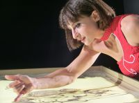 Sabrina begeisterte mit Sandmalerei bei Firmenfeier von Edeka