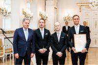 M-Files wird vom finnischen Präsidenten Sauli Niinistö (l.) mit dem Internationalization Award ausgezeichnet.