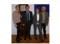 HIS-Solution GmbH in neuen Händen: v.l.n.r. Verkäuferin Lena Meyer, Käufer Mario Luna Stollmeier, Annette und Heinrich Meyer