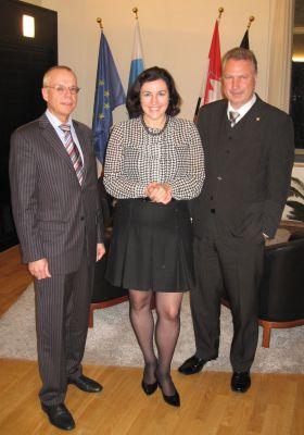 Dipl.-Ing. Andreas Hofert (IfKom), Dorothee Bär, Parlamentarische Staatssekretärin, Dipl.-Ing. Heinz Leymann (IfKom) (v. l.)