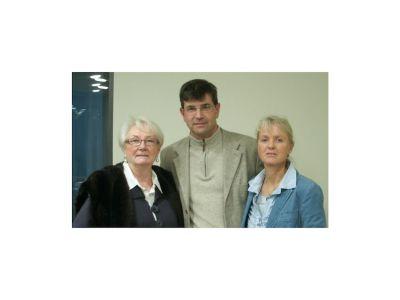 Unternehmensnachfolge mit der axanta AG: Verkäuferin Antje Fasquelle (links) und das Käuferehepaar Sabine und Udo Schwab (rechts)