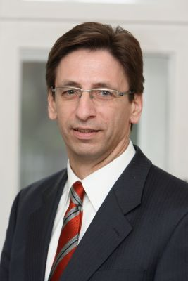 """Der Krefelder Berater Rolf Klein bietet das """"Neutralis Banking"""" als Alternative zu klassischen Bankdienstleistungen an."""