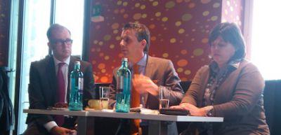v.l.: Oliver Bell, Oliver Stock (Moderation) und Dr. Birgit Beisheim bei der PEAG Personaldebatte zum Frühstück am 12.03.2013